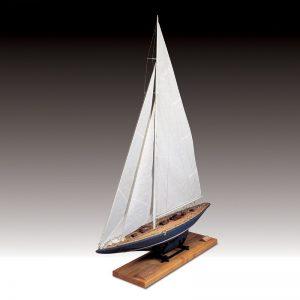 Endeavour Yacht Scale 1:35 Model Boat Kit - Amati (1700/82)