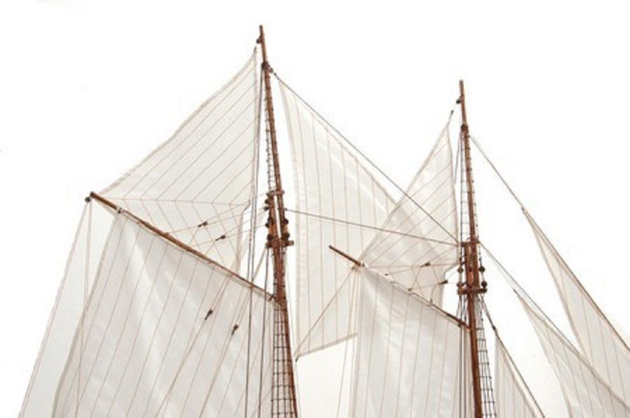 471-6972-Blue-Nose-II-Model-Yacht-Premier-Range
