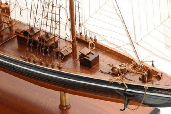 471-6975-Blue-Nose-II-Model-Yacht-Premier-Range