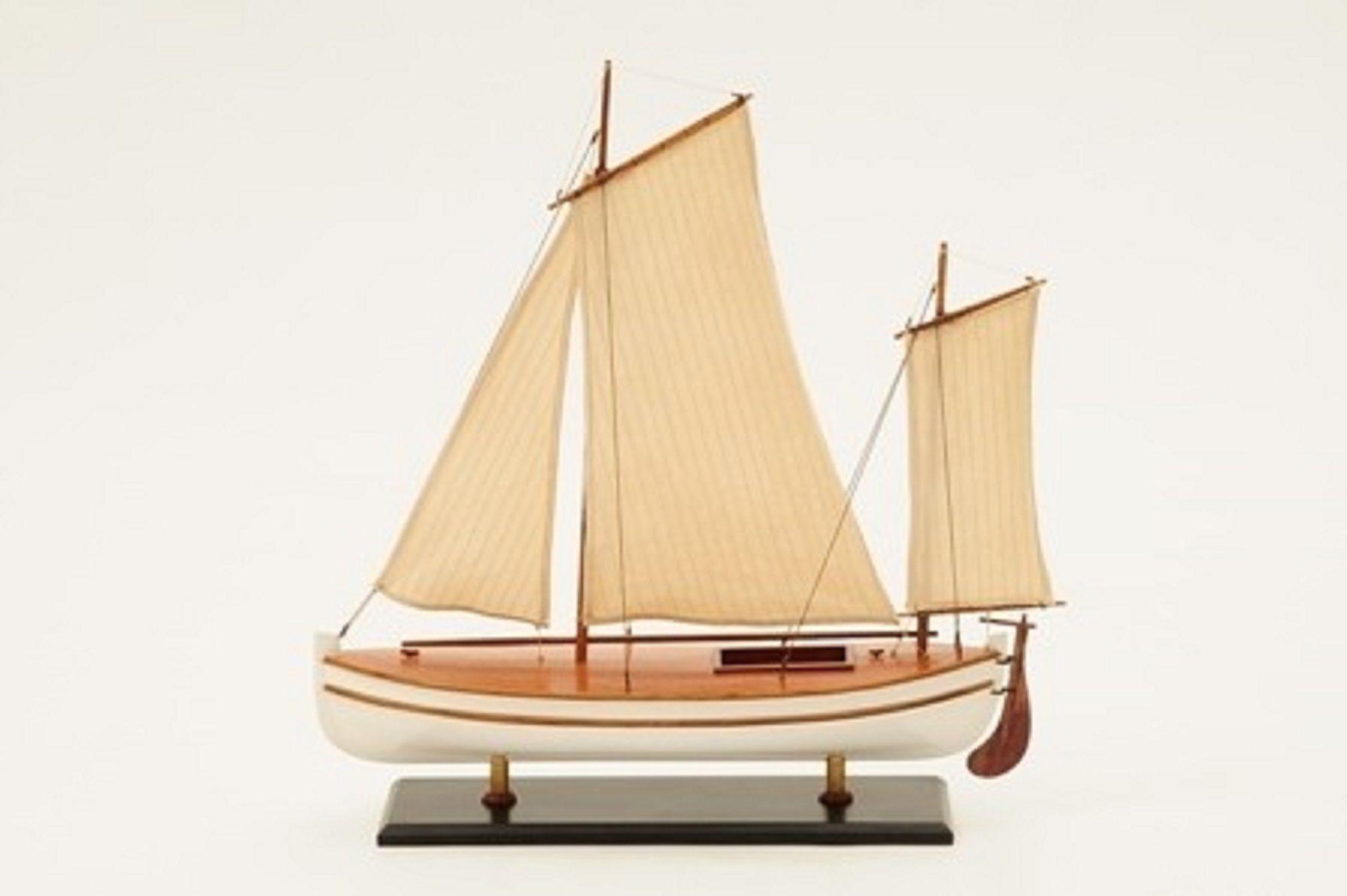 James Caird Lifeboat (HMS Endurance)