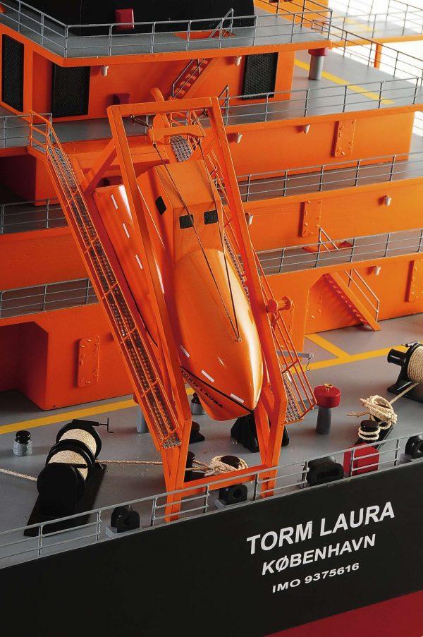 1426-4790-Oil-Tanker-Model-Ship