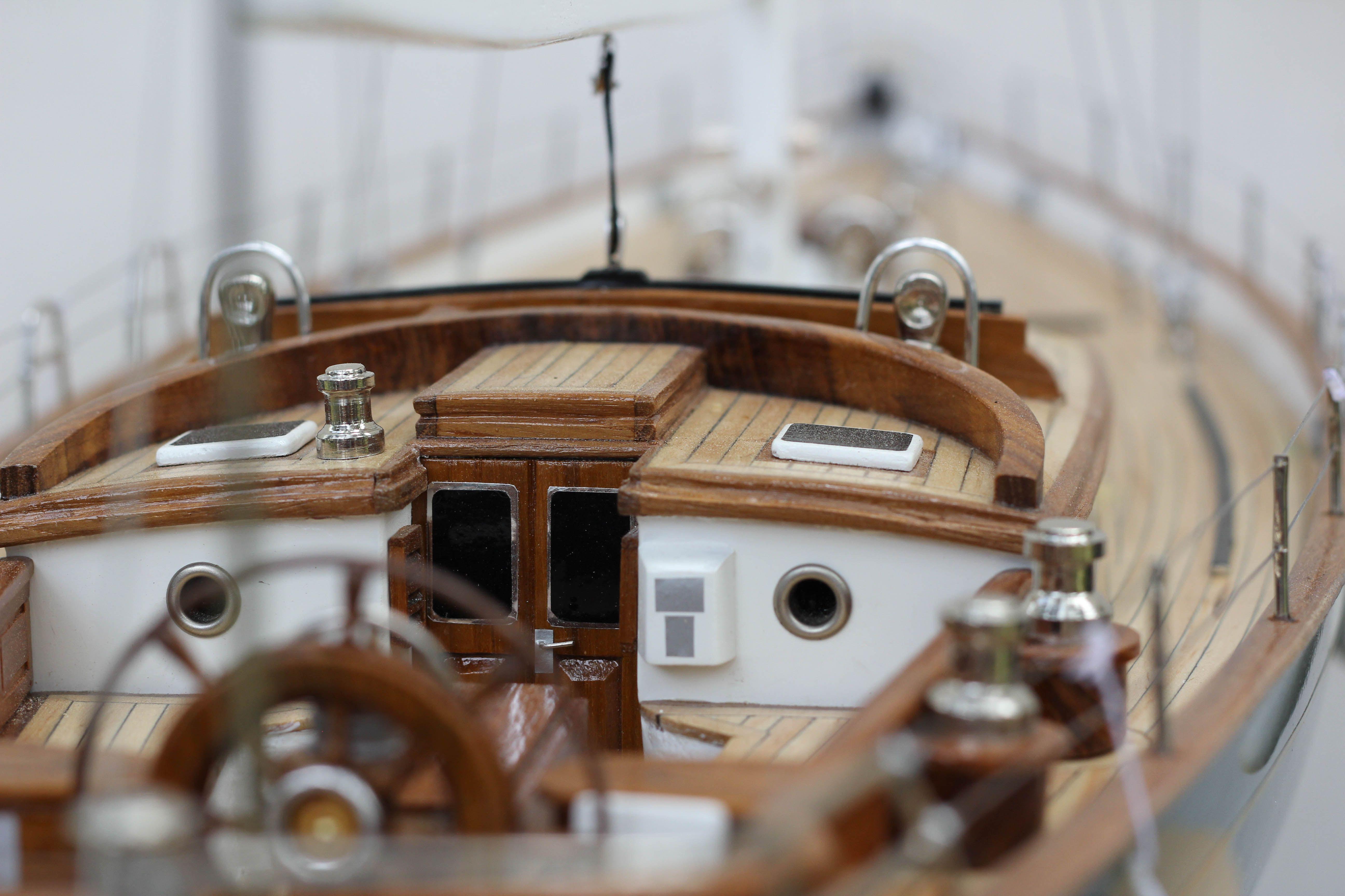 2532-14388-70ft-Hoeck-Design-Model-Sailing-Boat-Superior-Range