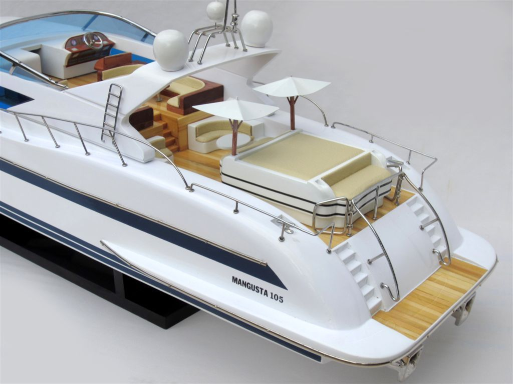 1503-8838-Mangusta-105-Model-Yacht