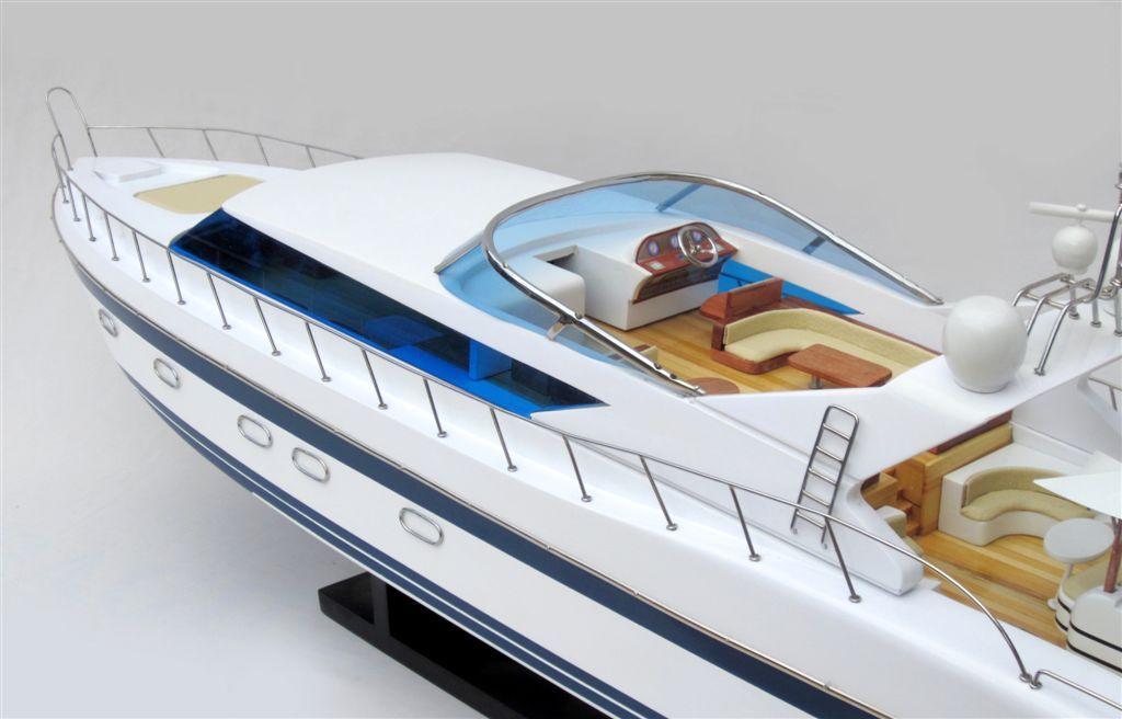 1503-8840-Mangusta-105-Model-Yacht