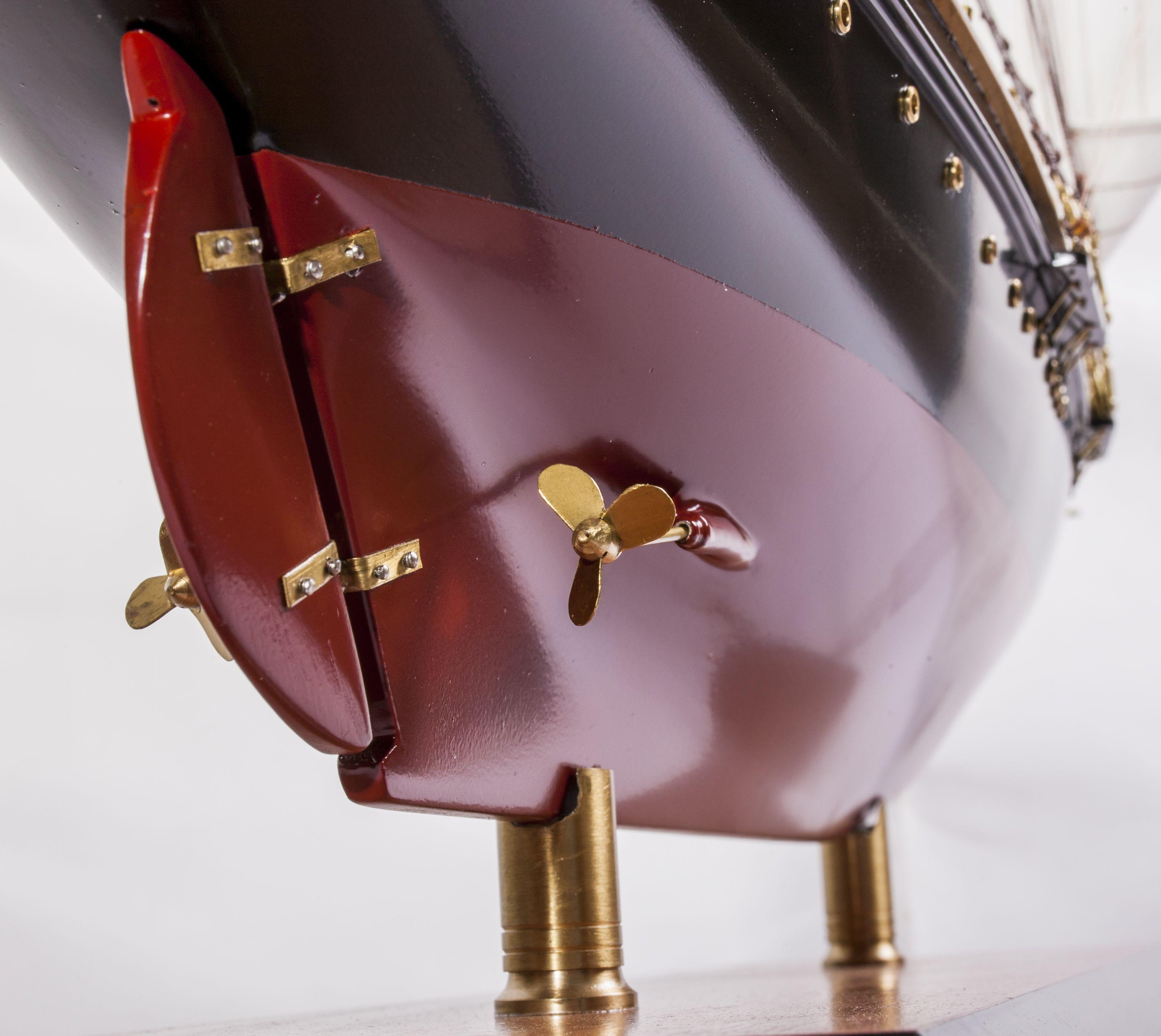 1524-9094-Sir-Winston-Churchill-Model-Boat