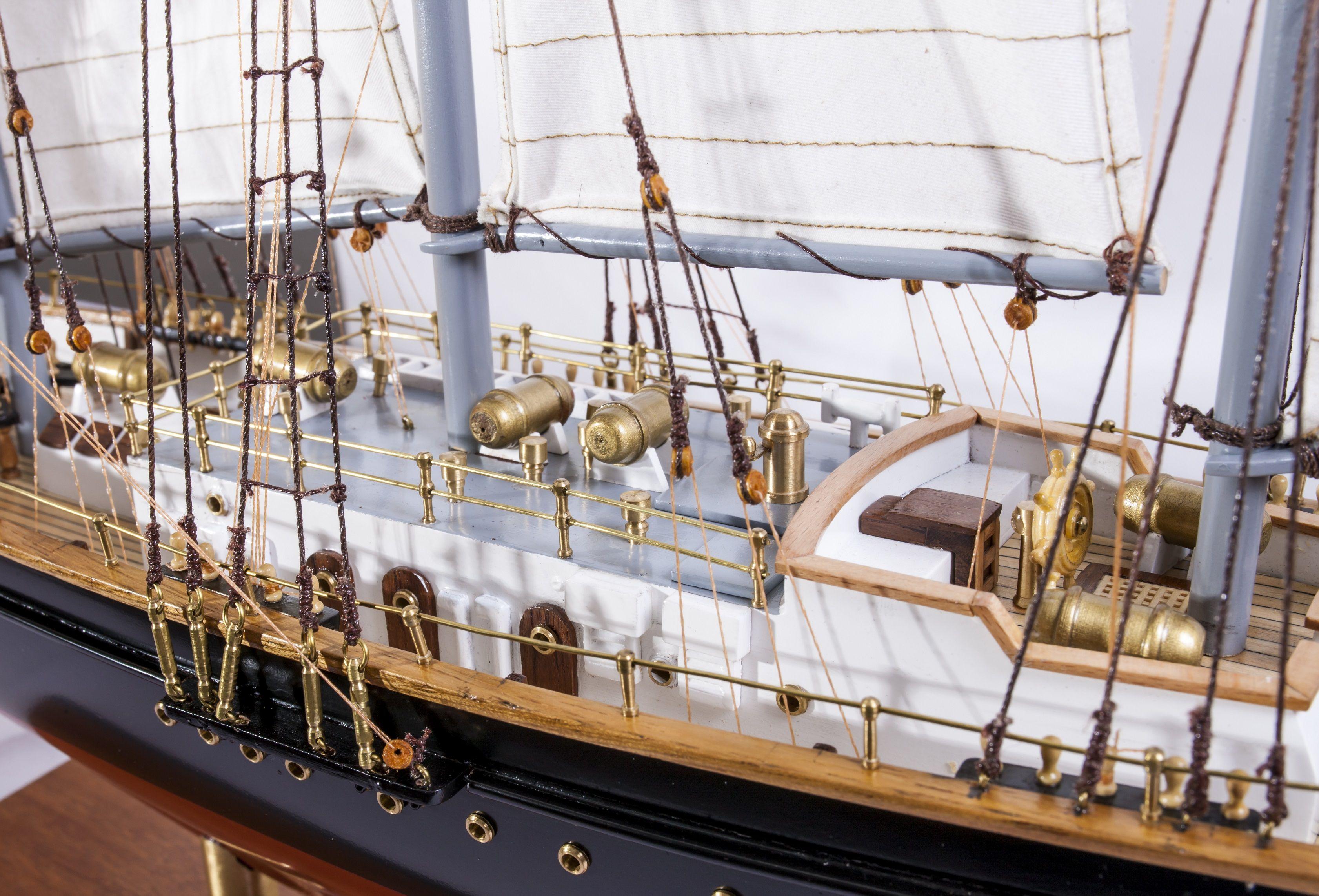 1524-9095-Sir-Winston-Churchill-Model-Boat