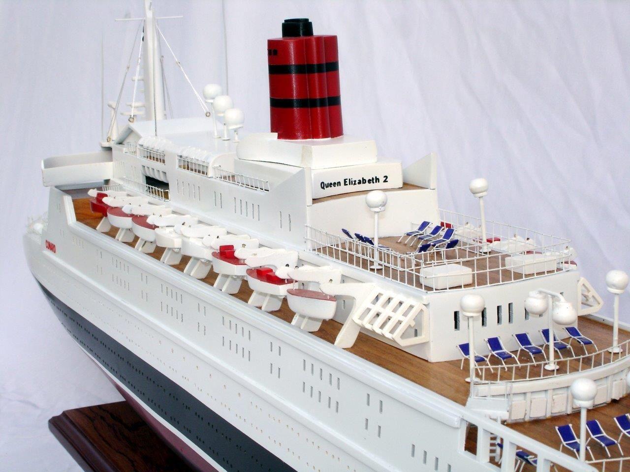 2088-12395-Queen-Elizabeth-2-Ship-Model