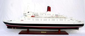 2088-12402-Queen-Elizabeth-2-Ship-Model