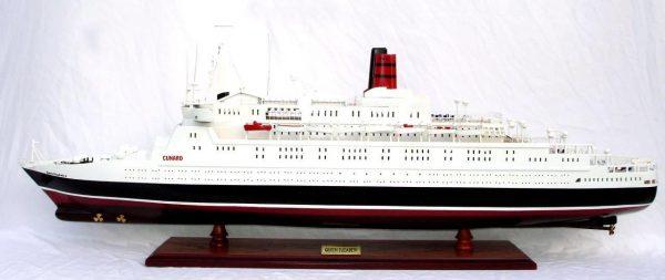 2088-12402-Queen-Elizabeth-2-Ship-Model