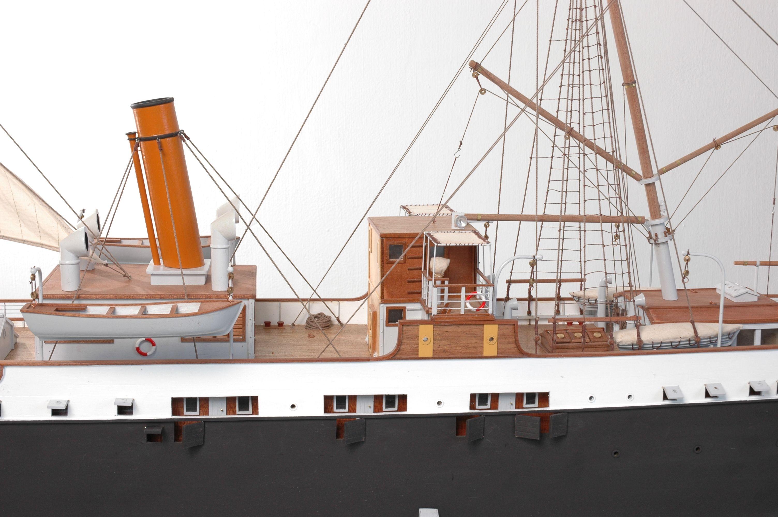 1416-6305-G-G-Loudon-Ship-Model-large-Premier-Range
