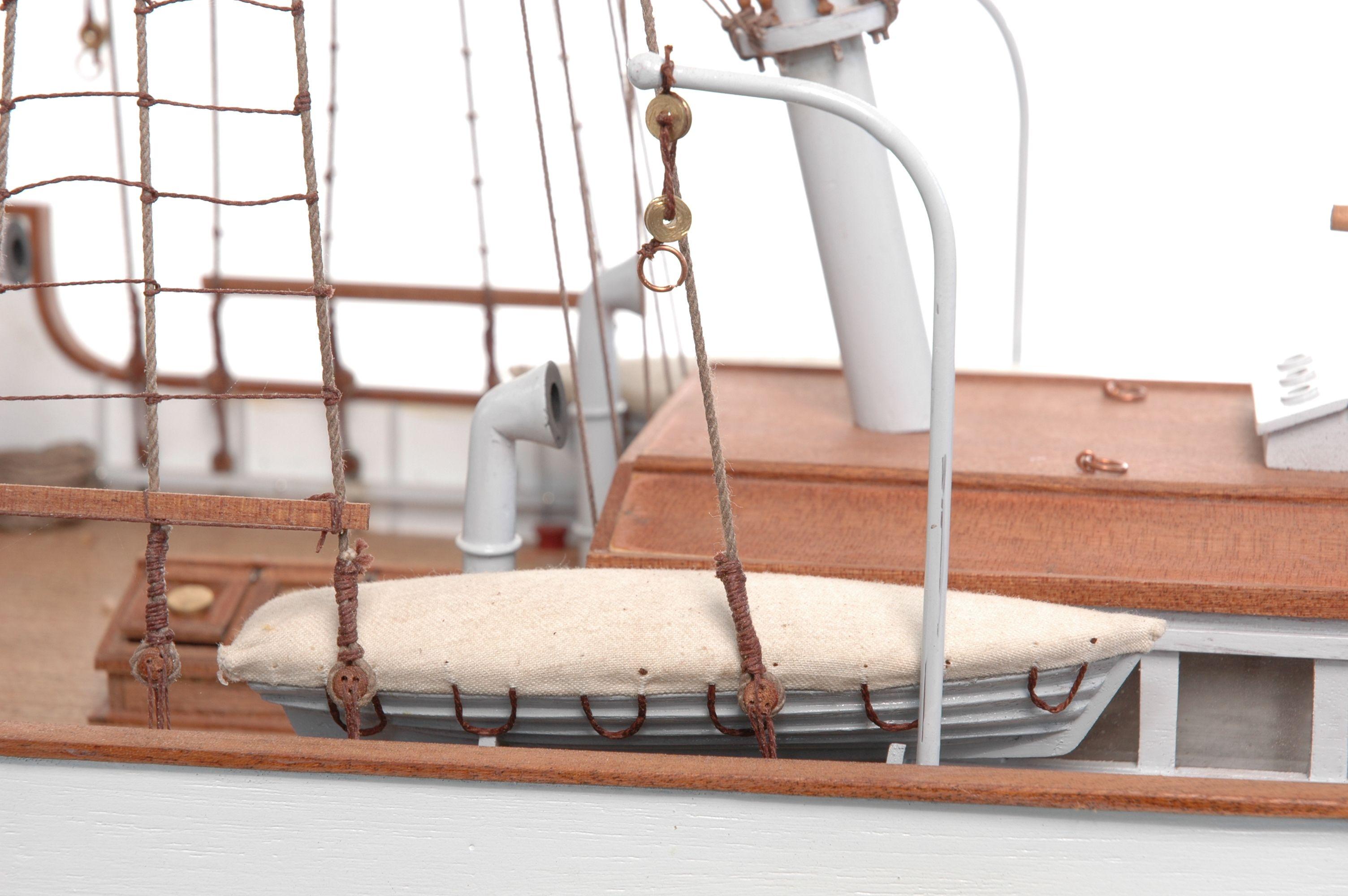 1416-6313-G-G-Loudon-Ship-Model-large-Premier-Range
