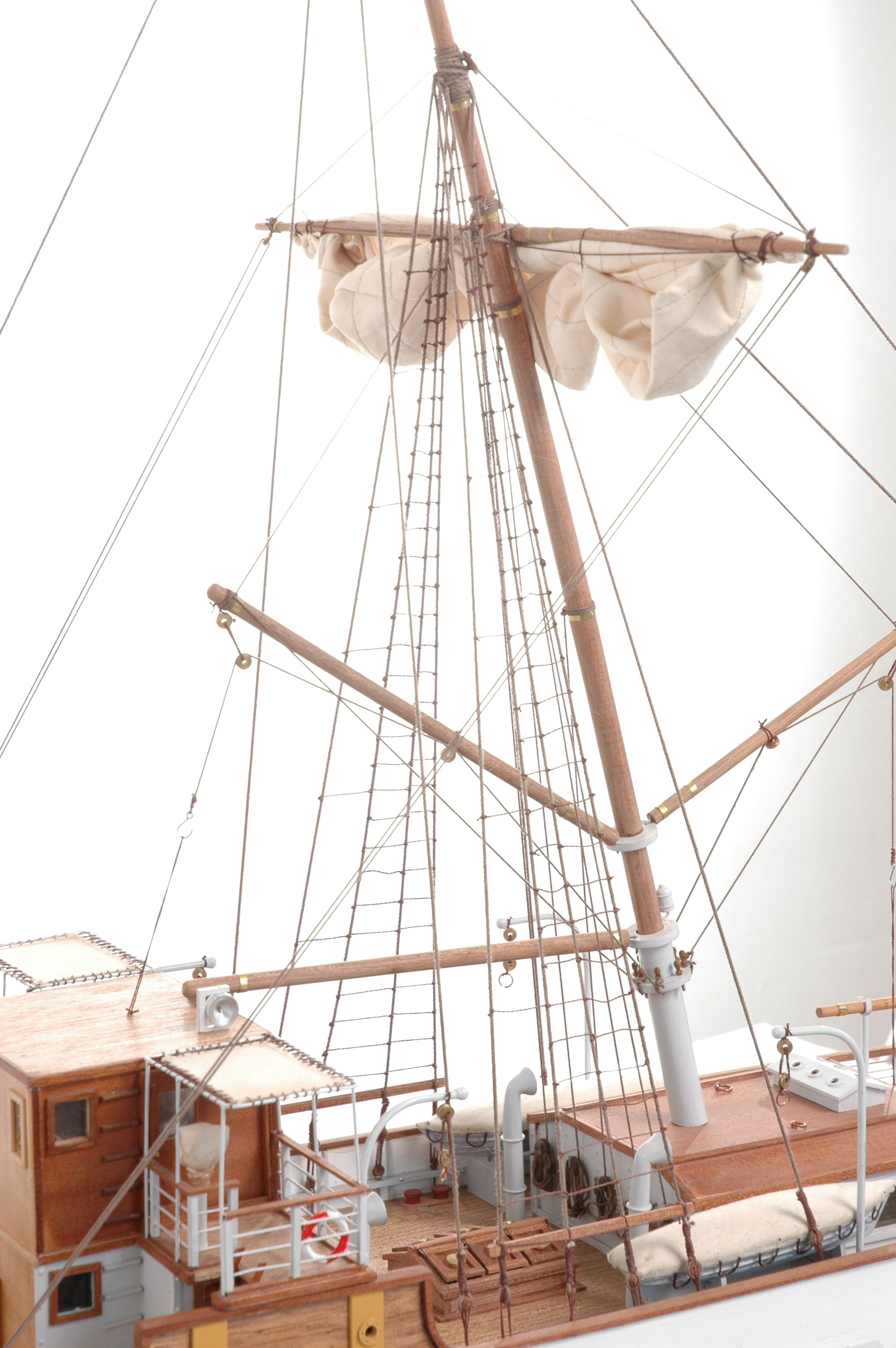 1416-6315-G-G-Loudon-Ship-Model-large-Premier-Range