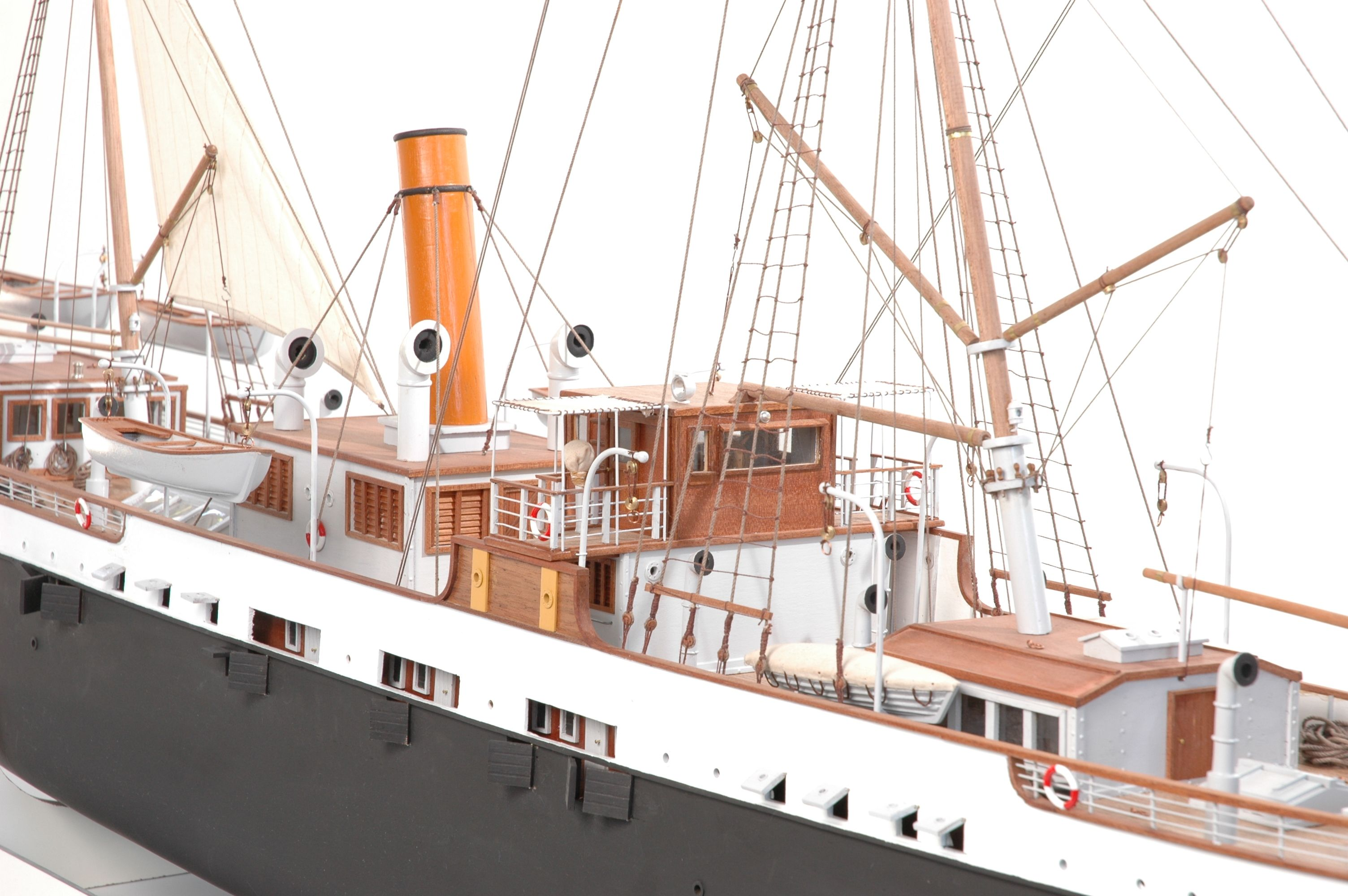 1416-6317-G-G-Loudon-Ship-Model-large-Premier-Range