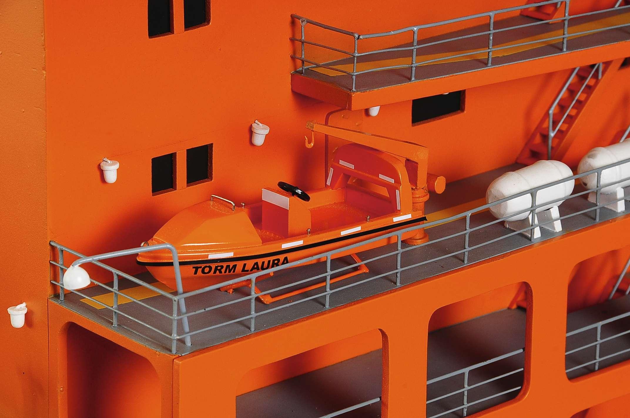 1426-4793-Oil-Tanker-Model-Ship