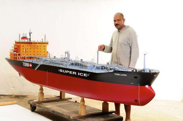 1426-4799-Oil-Tanker-Model-Ship