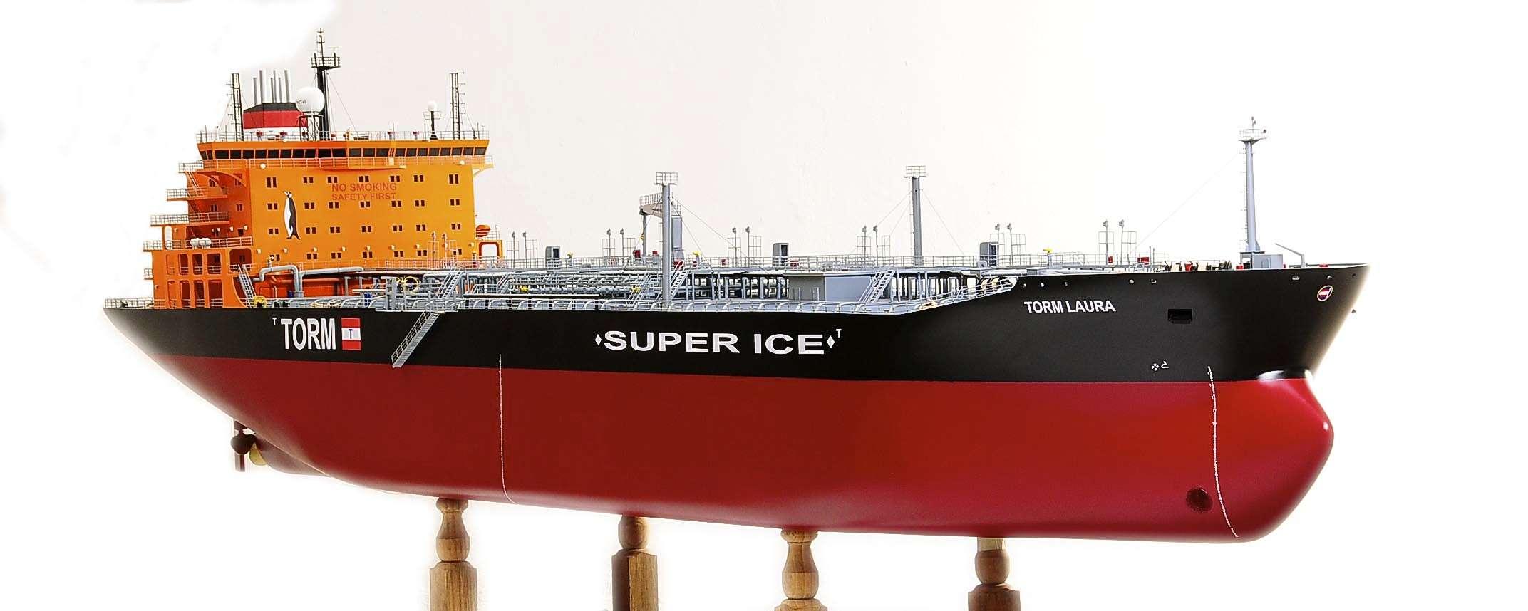 1426-4800-Oil-Tanker-Model-Ship