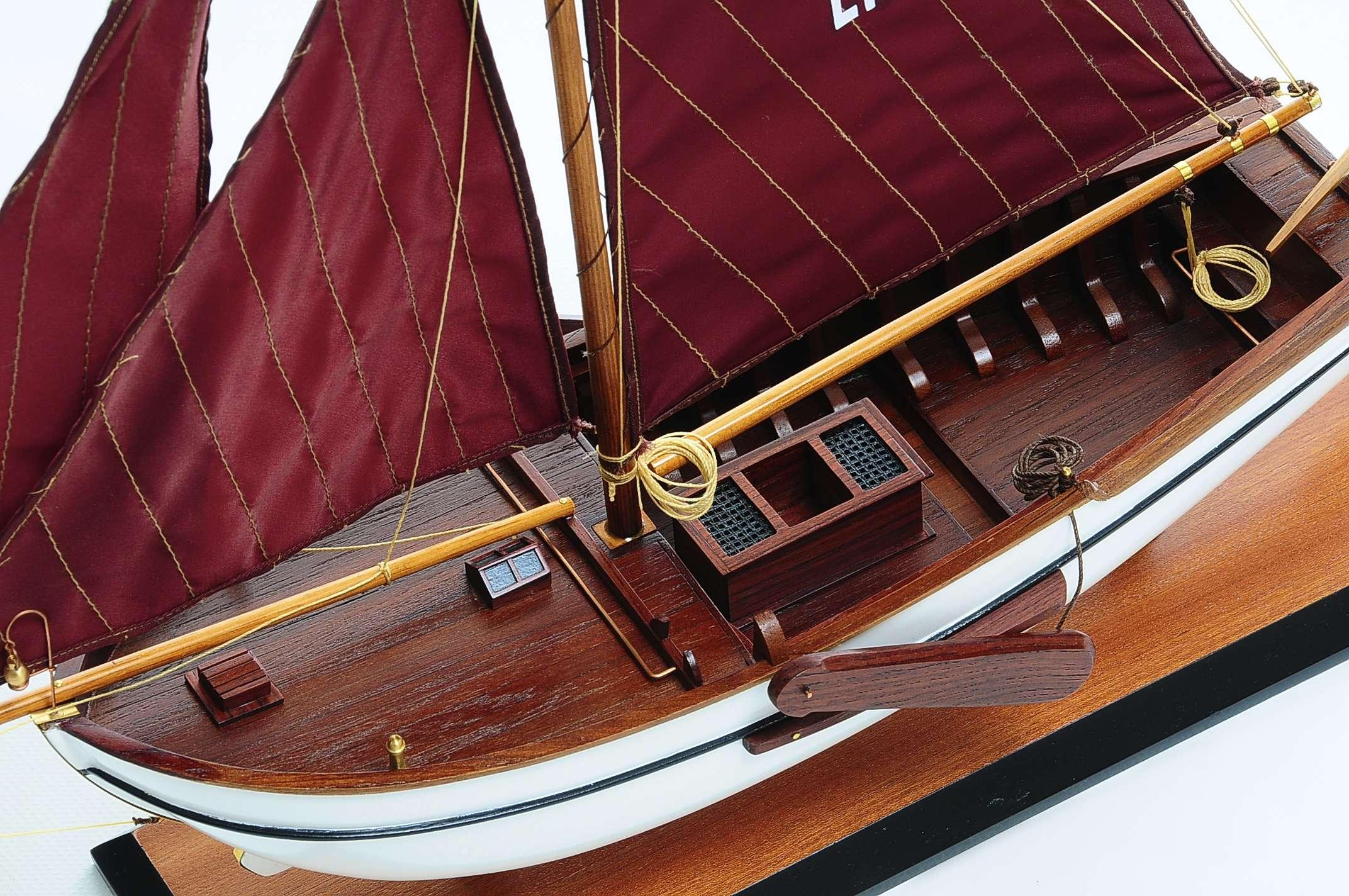 1432-4588-Dutch-Marker-Roundbow-Model-Boat