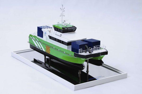 1440-4947-Wind-Express-27-Catamaran-Model