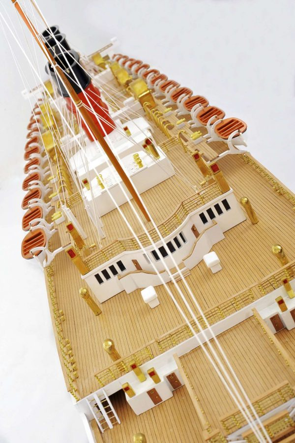 RMS Queen Mary Model
