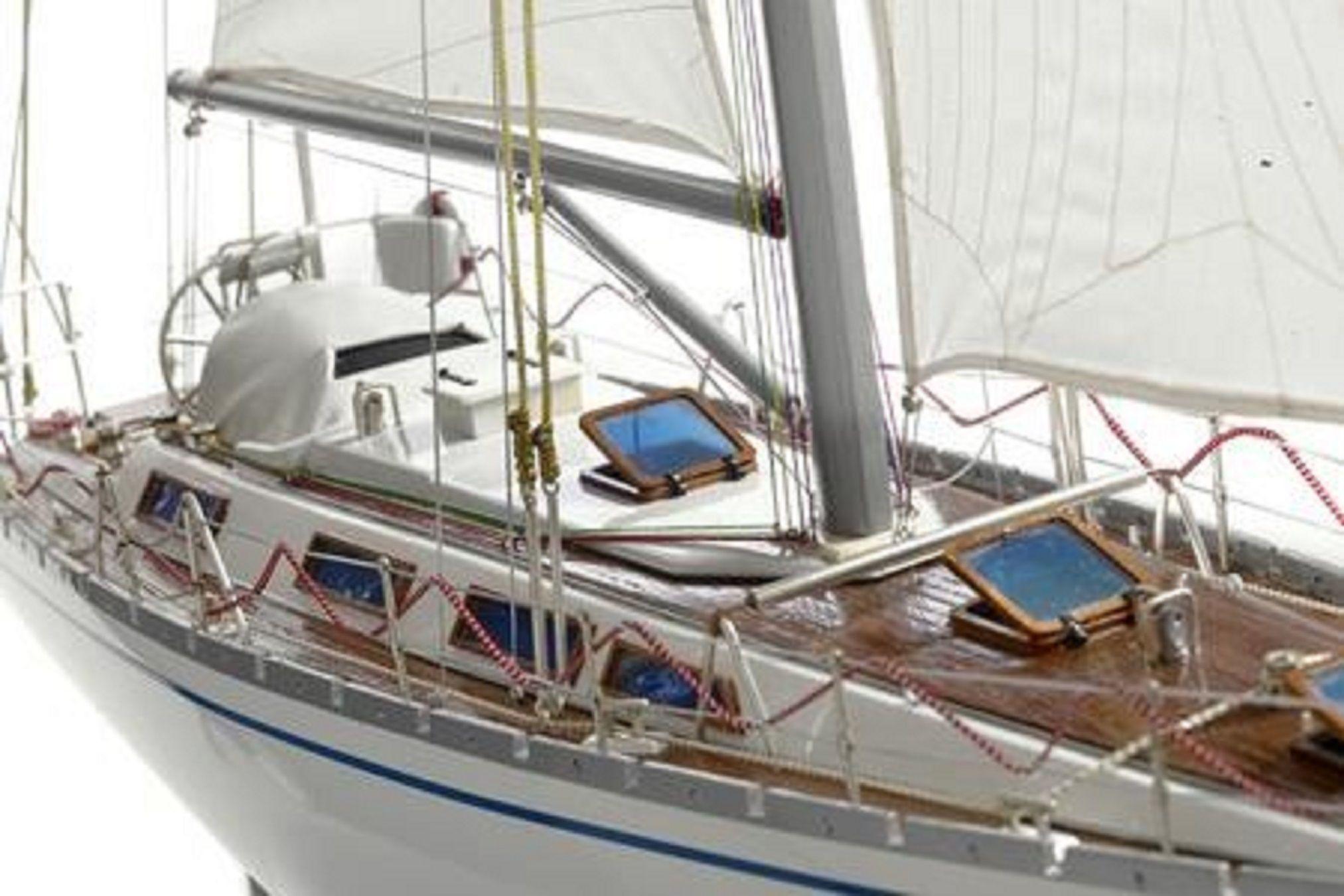 165-6858-Hemith-III-model-yacht