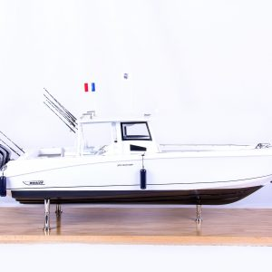 1686-9514-Boston-Whaler-Outrage-370-Model-Boat