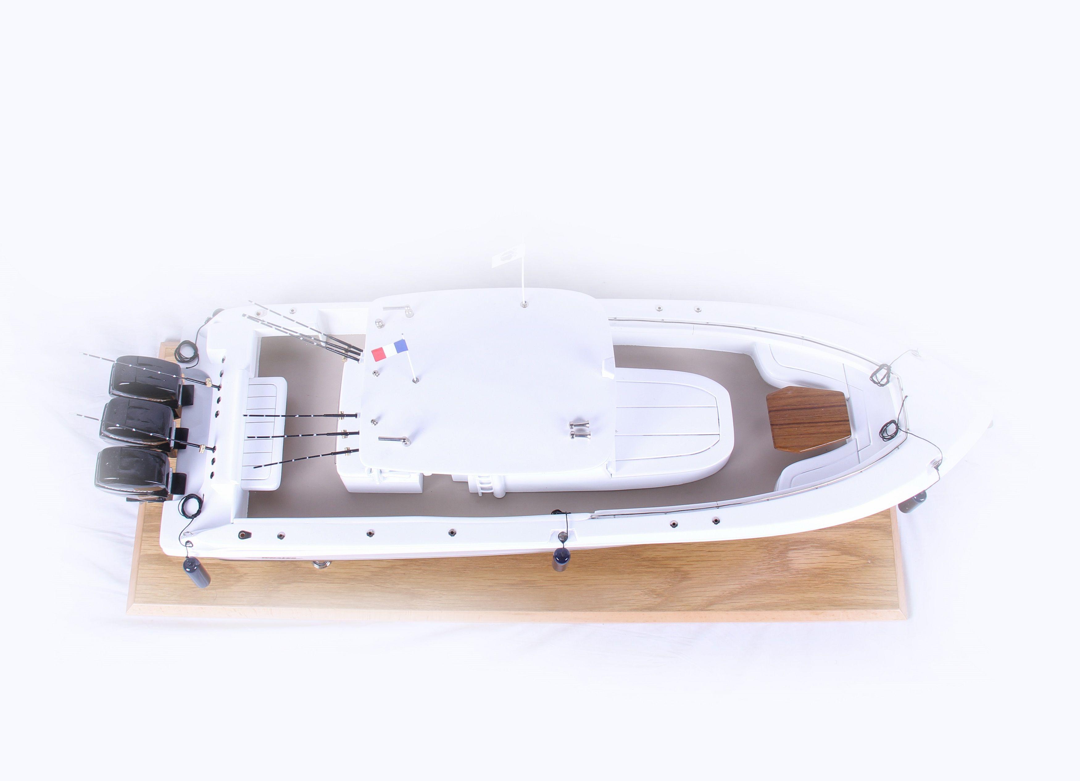 1686-9527-Boston-Whaler-Outrage-370-Model-Boat