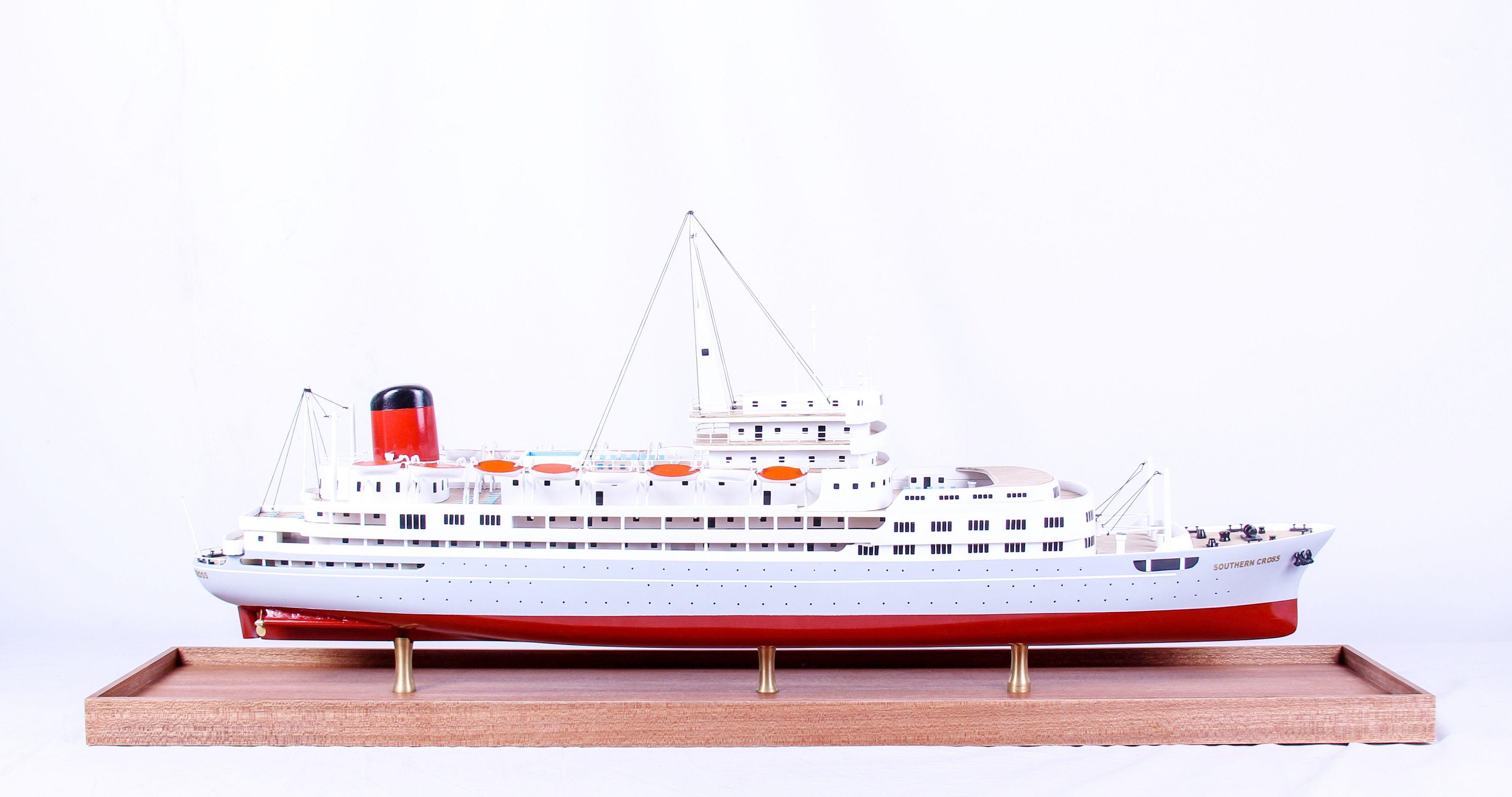 1691-9570-Southern-Cross-Passenger-Liner