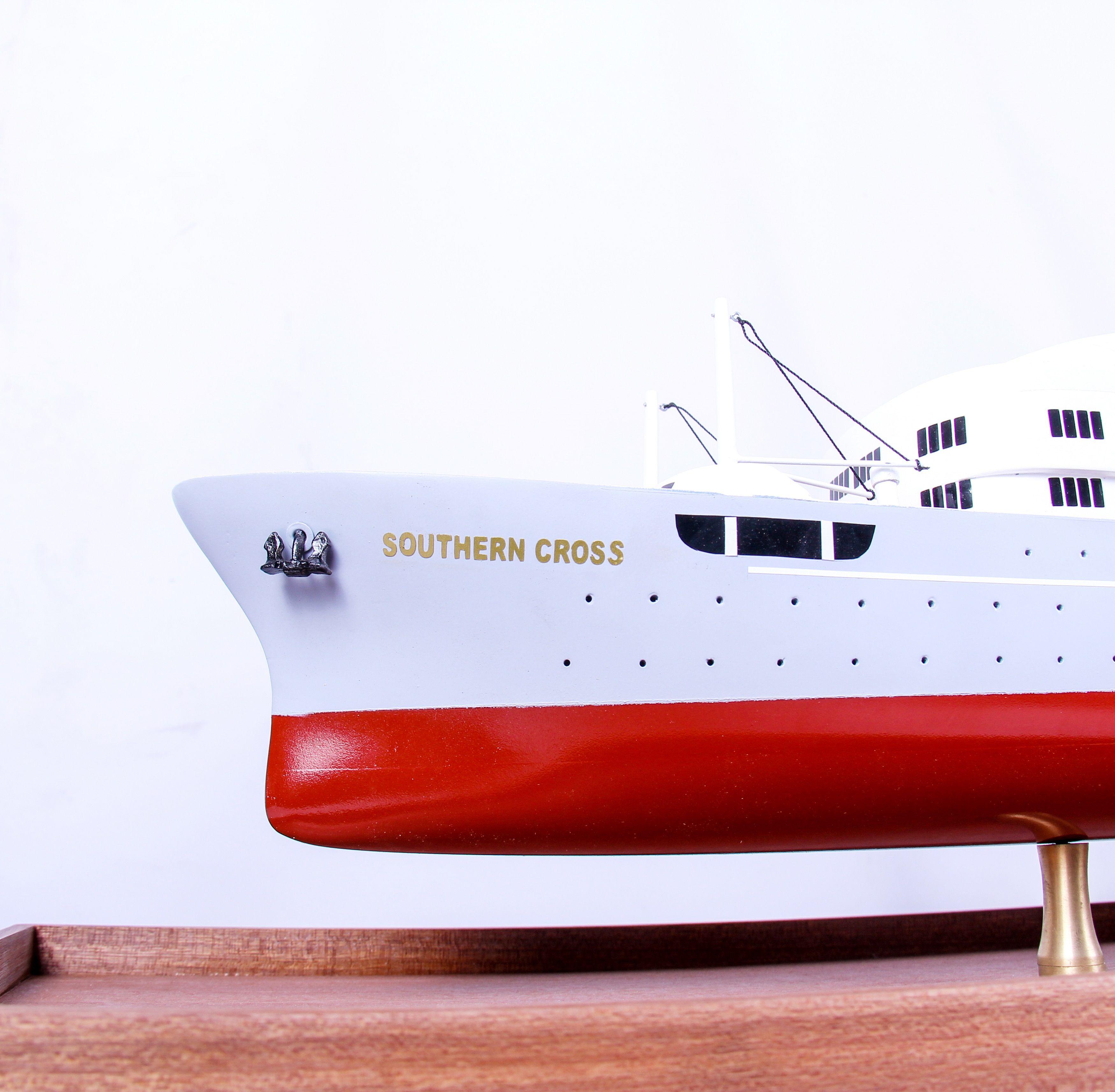 1691-9571-Southern-Cross-Passenger-Liner