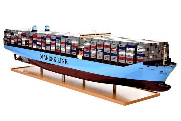 1812-10711-Emma-Maersk-Model-Ship