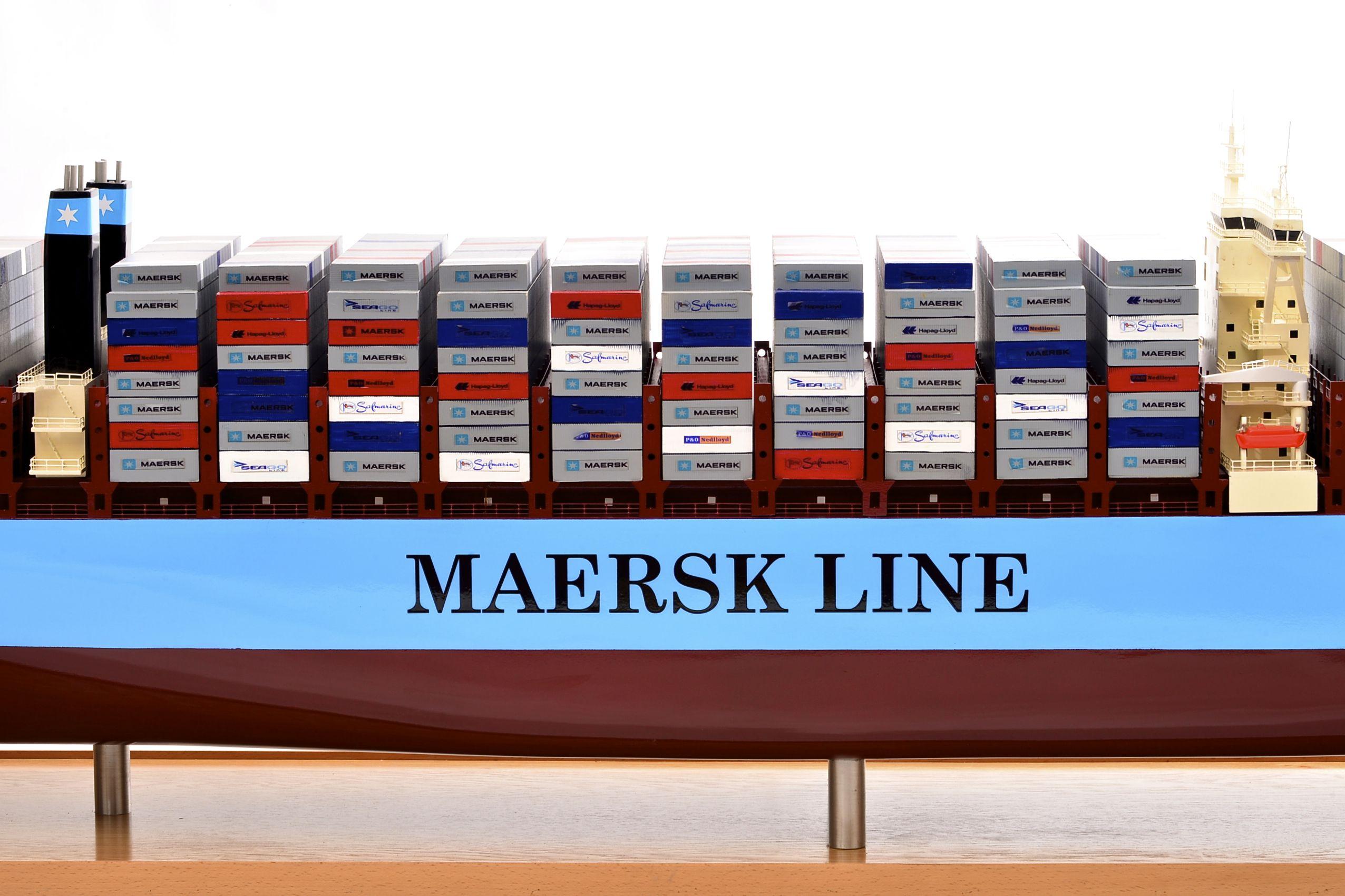 1812-10713-Emma-Maersk-Model-Ship