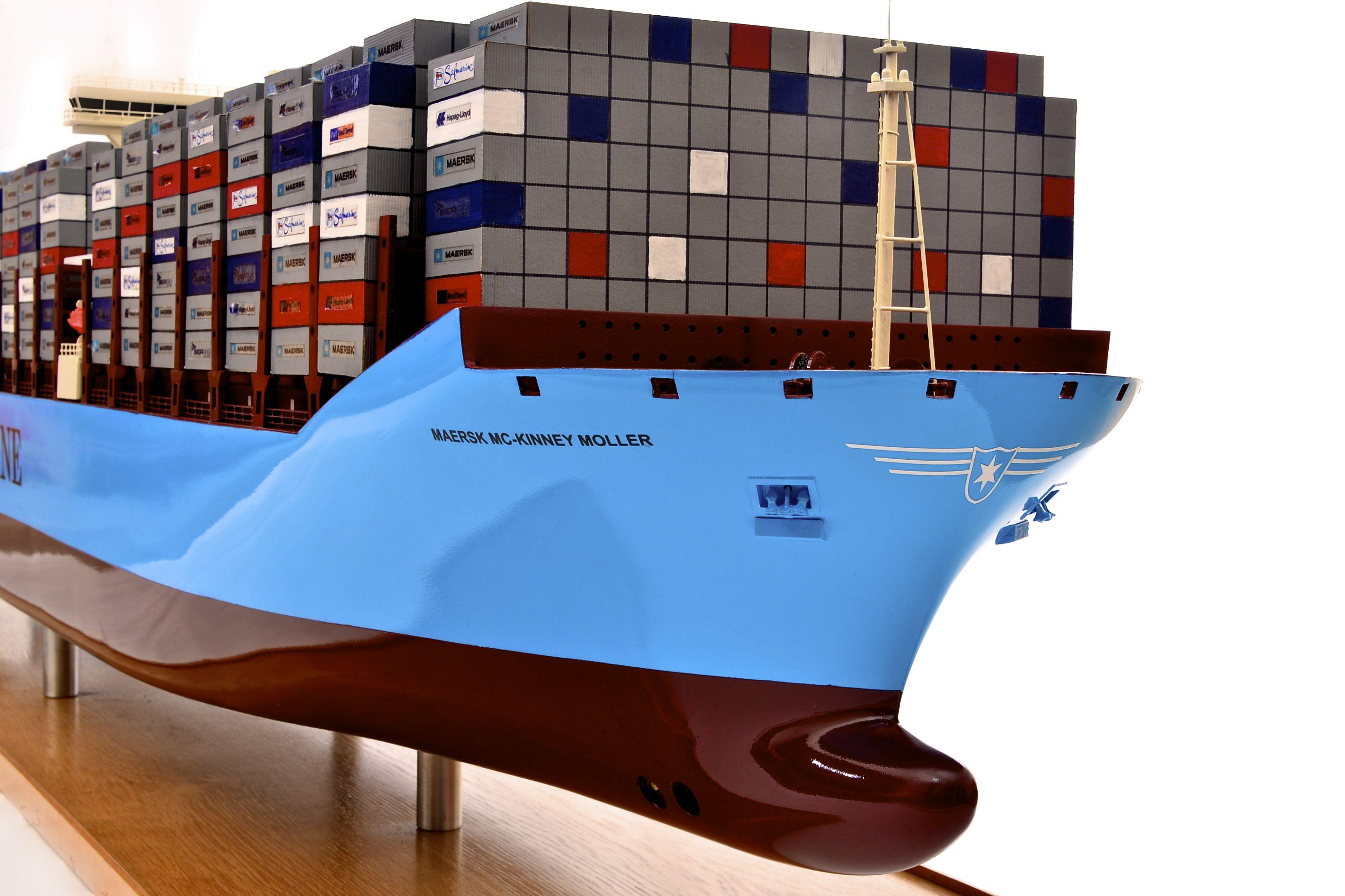 1812-10714-Emma-Maersk-Model-Ship
