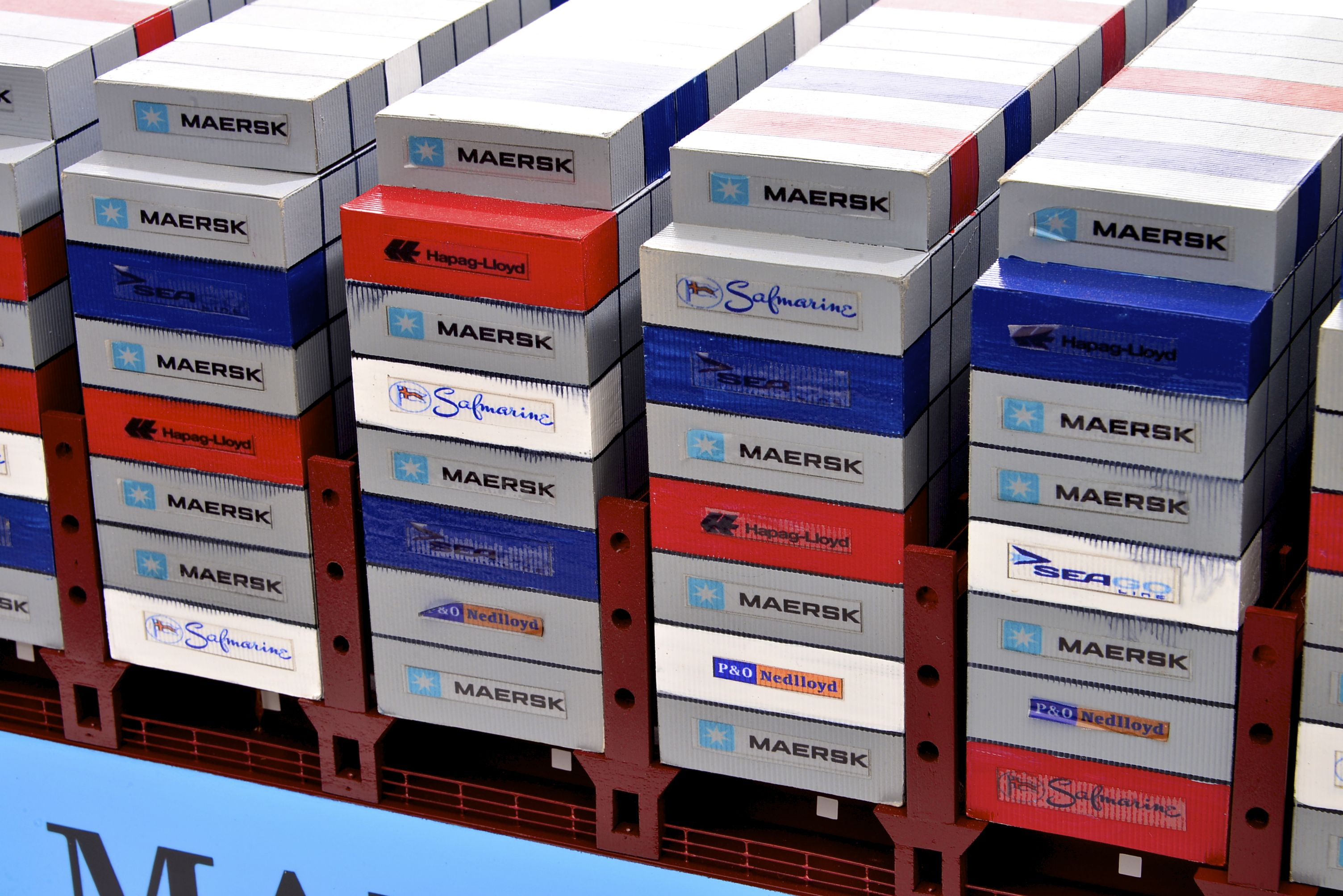1812-10723-Emma-Maersk-Model-Ship