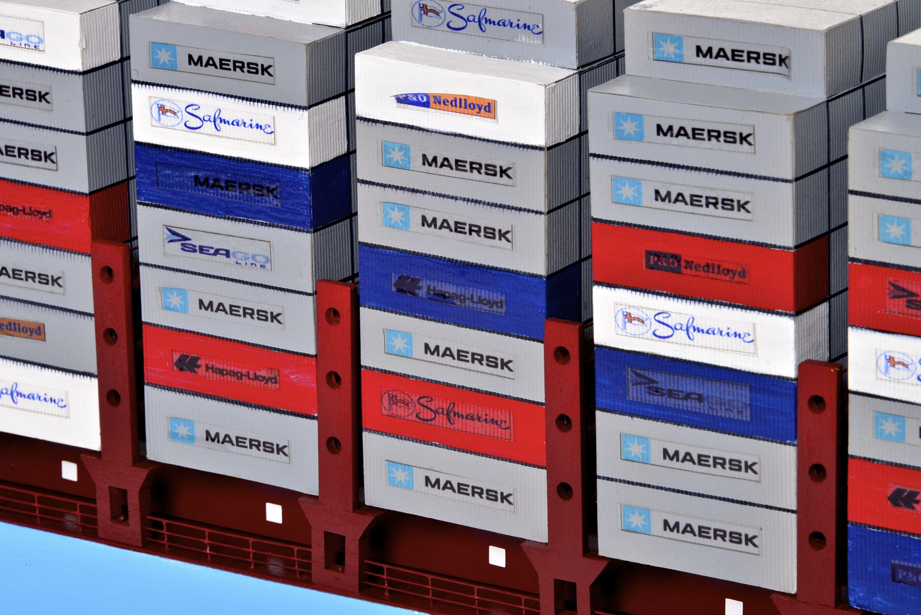 1812-10732-Emma-Maersk-Model-Ship
