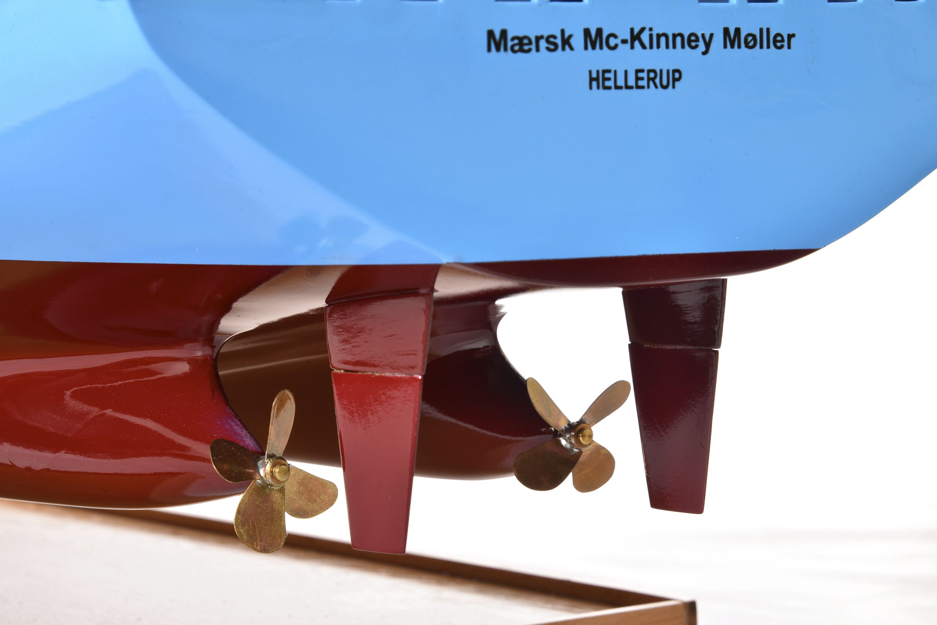 1812-10734-Emma-Maersk-Model-Ship