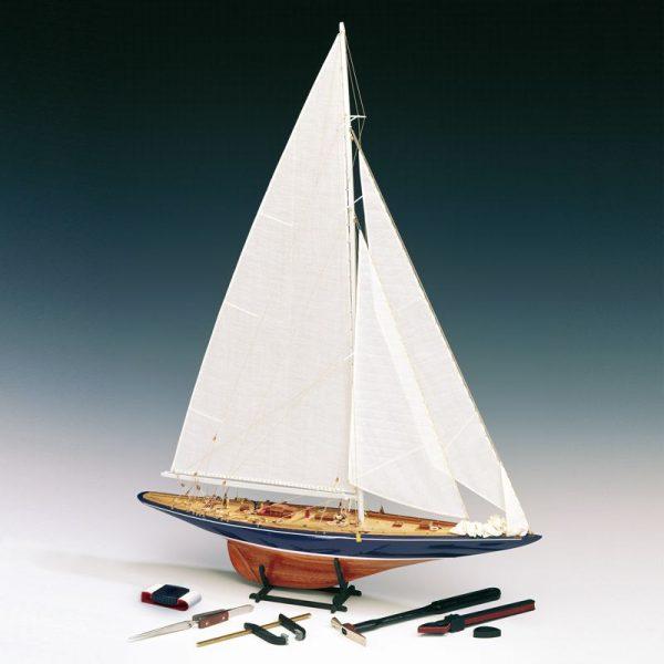Endeavour Yacht Scale 1:80 Model Boat Kit - Amati (1700/11)