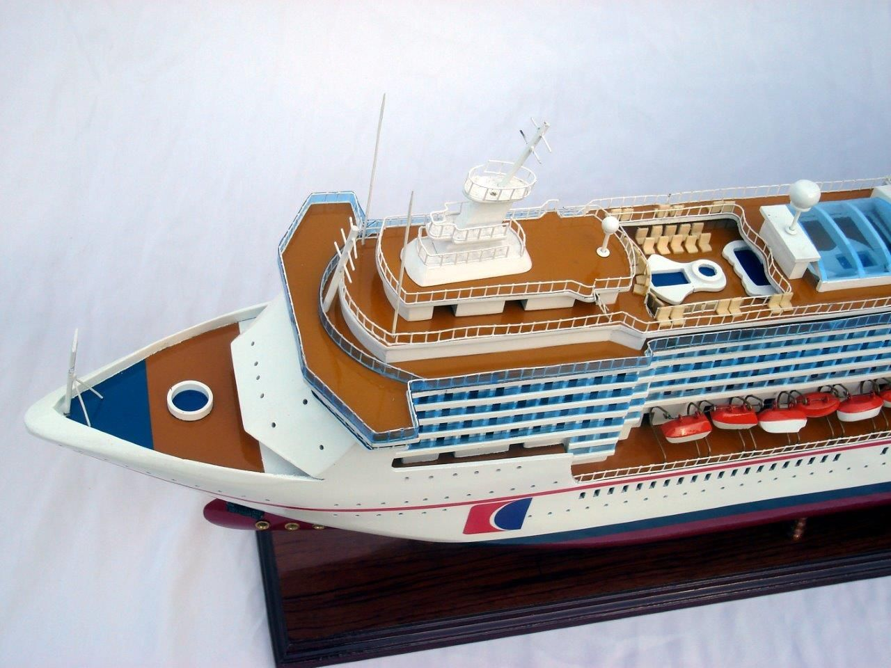 1984-11660-Carnival-MiracleI-model-boat