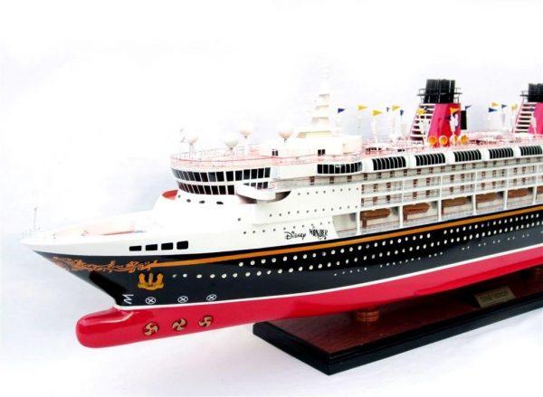 1991-11713-Disney-Wonder-model-ship