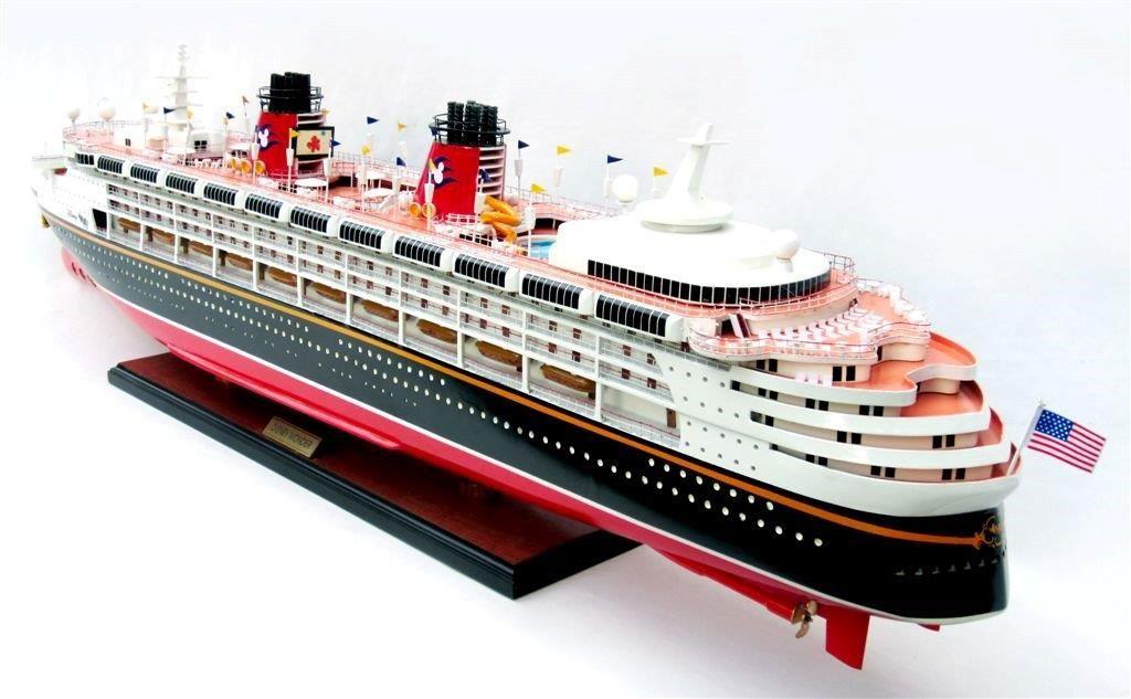 1991-11717-Disney-Wonder-model-ship