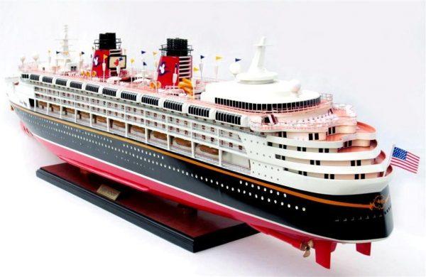 1991-11719-Disney-Wonder-model-ship