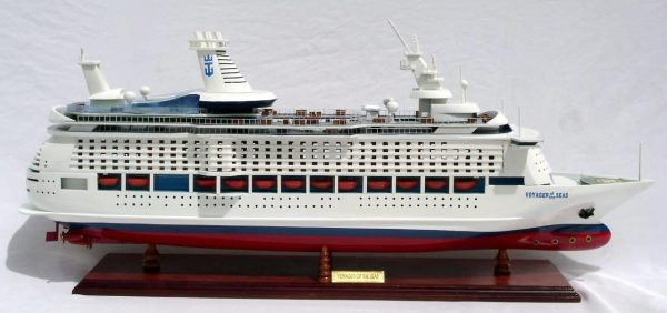 1998-11761-Voyager-of-the-seas-model-boat
