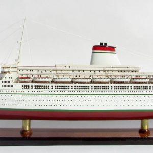2049-12110-SS-Leonardo-Da-Vinci-White-Red-Hull-ship-model