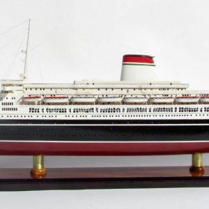 2050-12122-SS-Leonardo-Da-Vinci-Black-Red-Hull-ship-model
