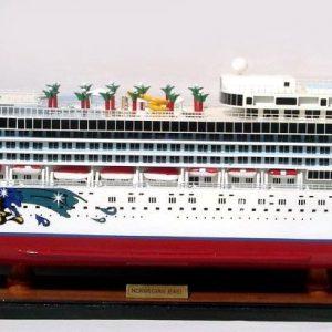 2082-12353-Norwegian-Jewel-Model-Boat