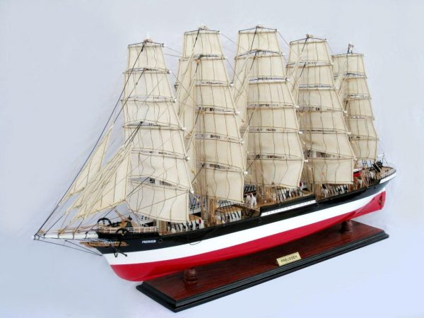 2086-12584-Preussen-Model-Boat