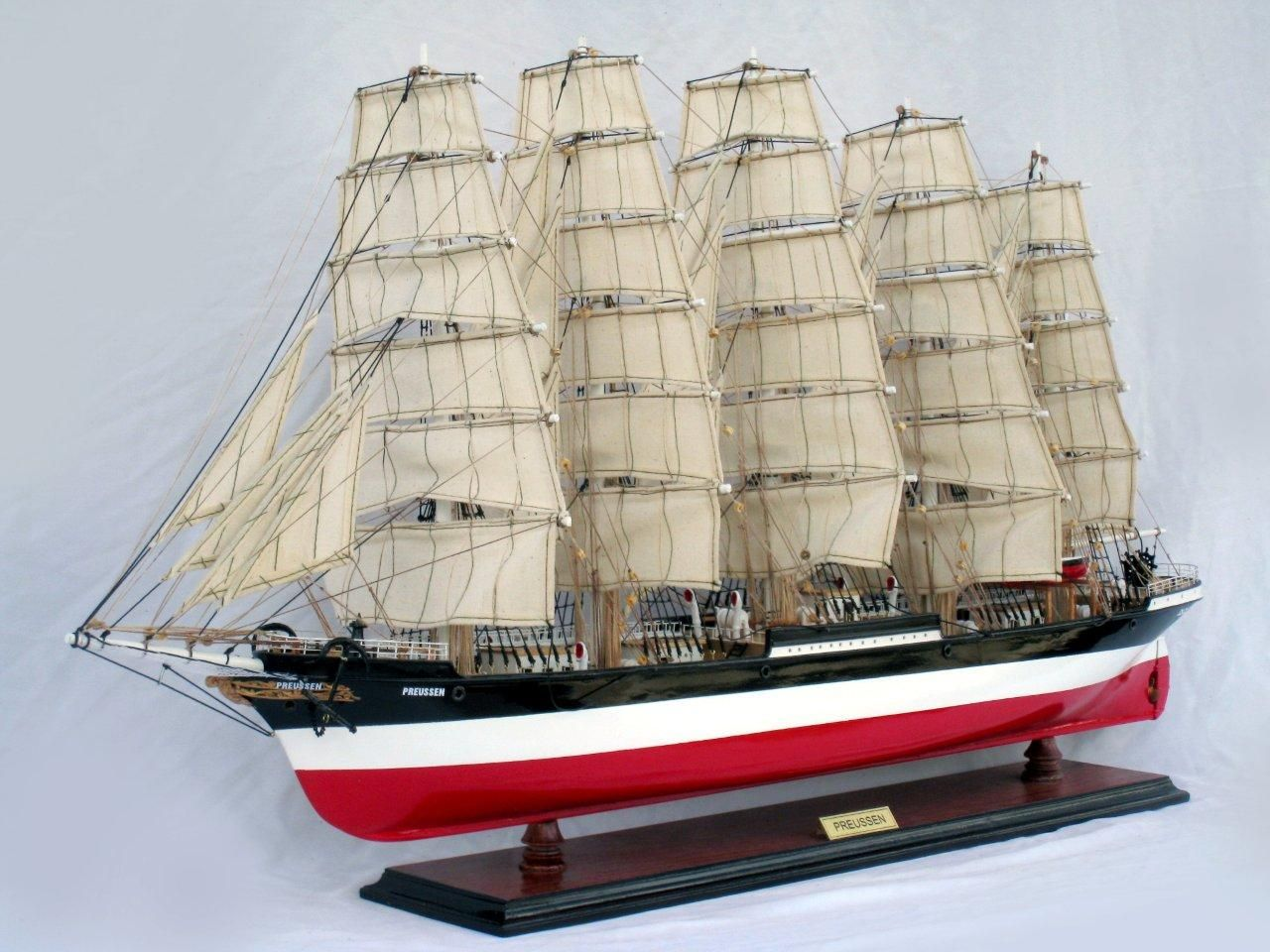 2086-12585-Preussen-Model-Boat