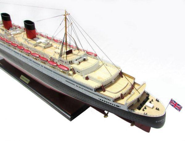 2087-12390-Queen-Elizabeth-Model-Ship