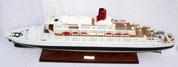 2088-12398-Queen-Elizabeth-2-Ship-Model