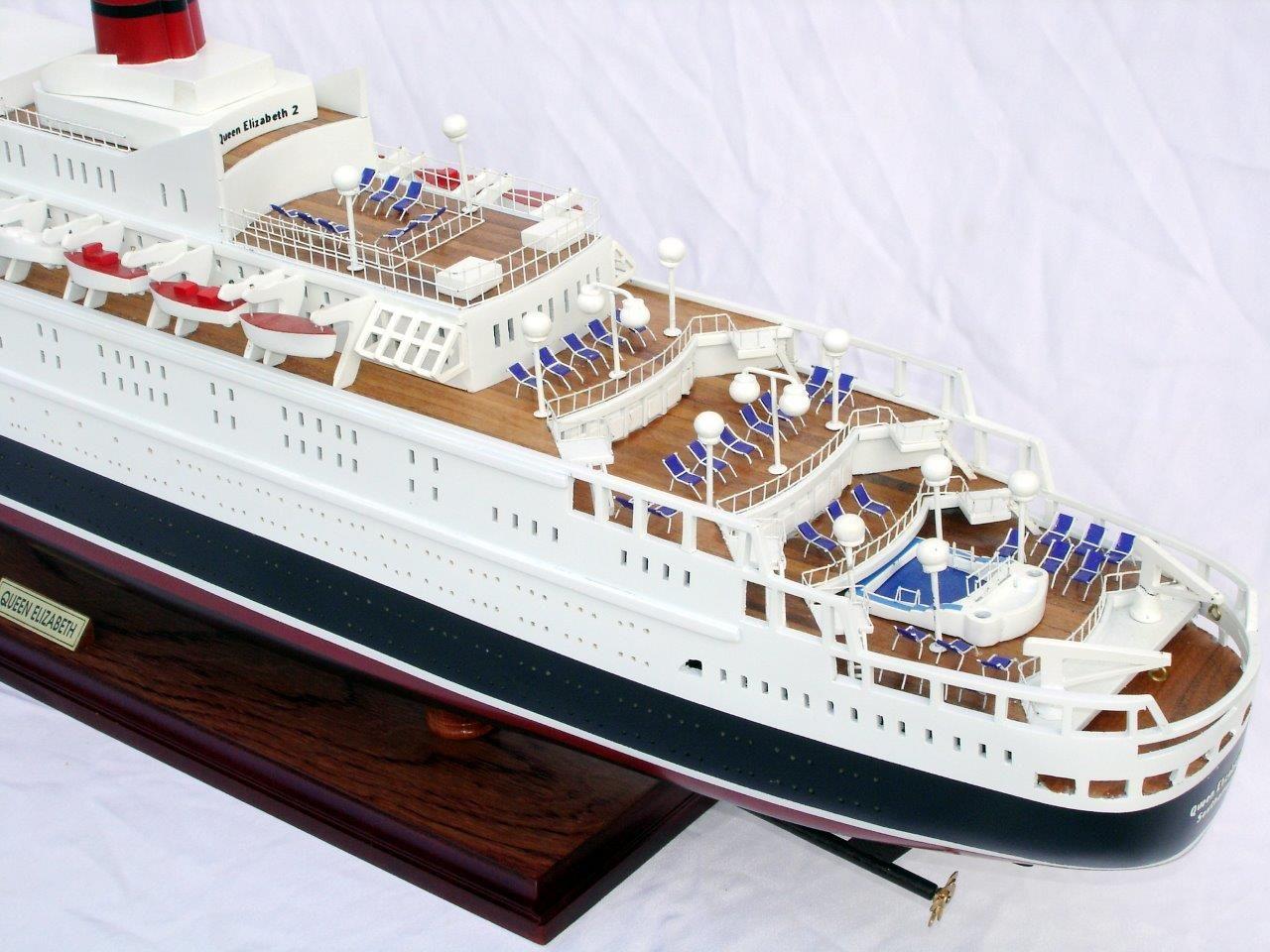 2088-12399-Queen-Elizabeth-2-Ship-Model
