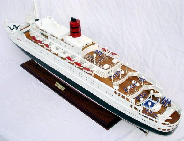 2088-12400-Queen-Elizabeth-2-Ship-Model