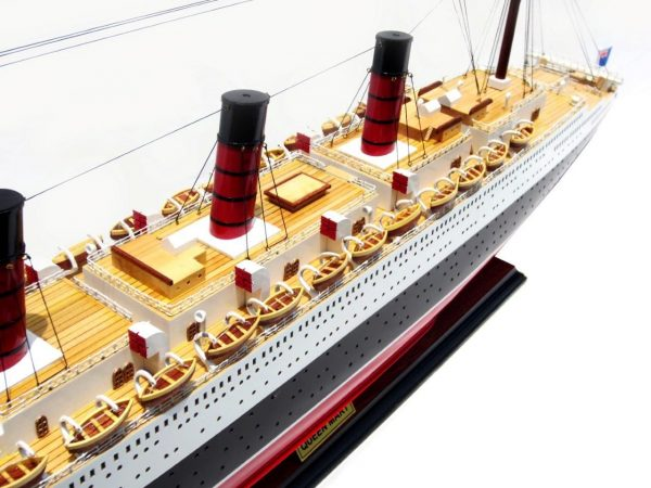 2091-12420-Queen-Mary-Model-Boat